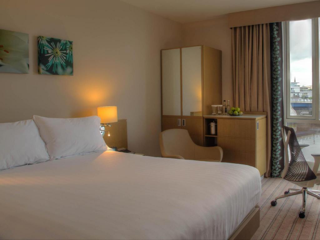 Best Price on Hilton Garden Inn Glasgow City Center in Glasgow + ...