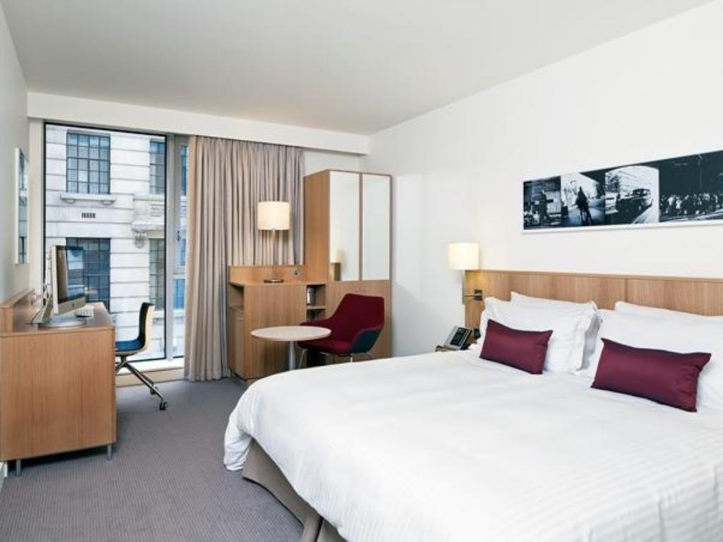 King Deluxe Room - Bed DoubleTree by Hilton Hotel London - Tower of London