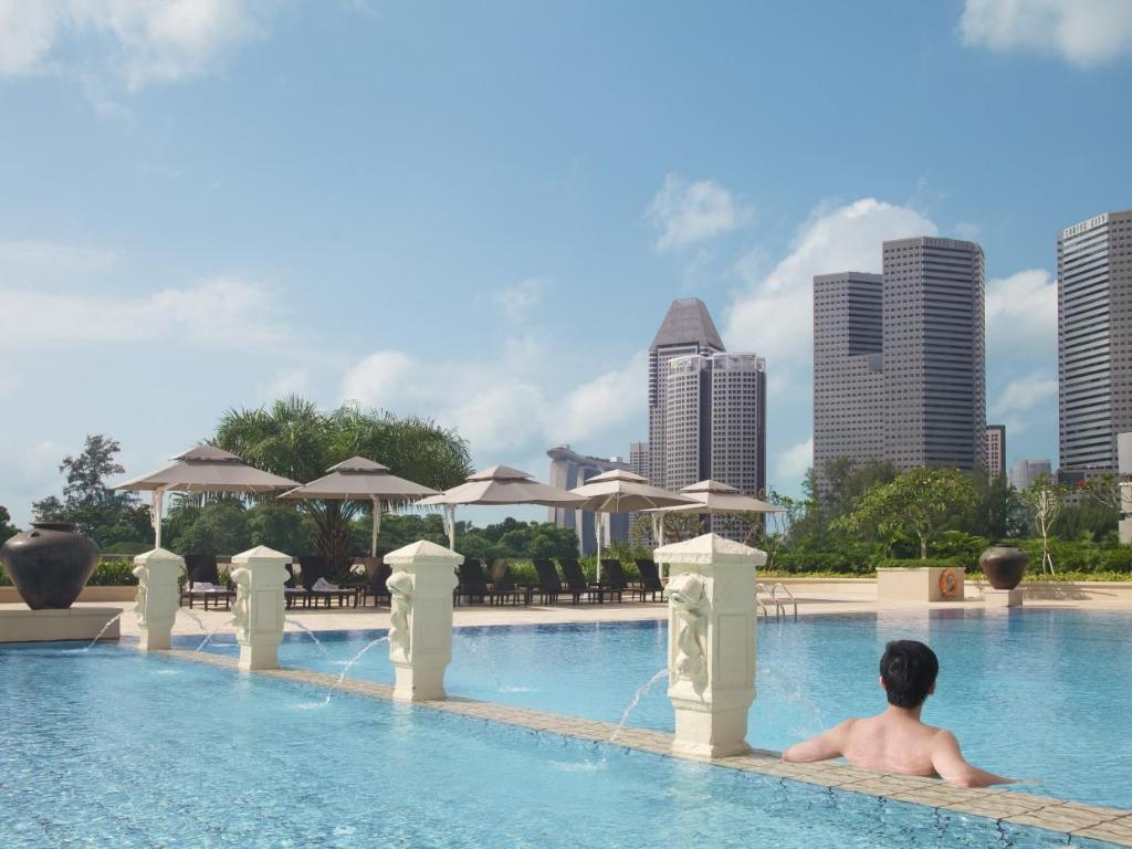 Swimming pool PARKROYAL Serviced Suites Singapore