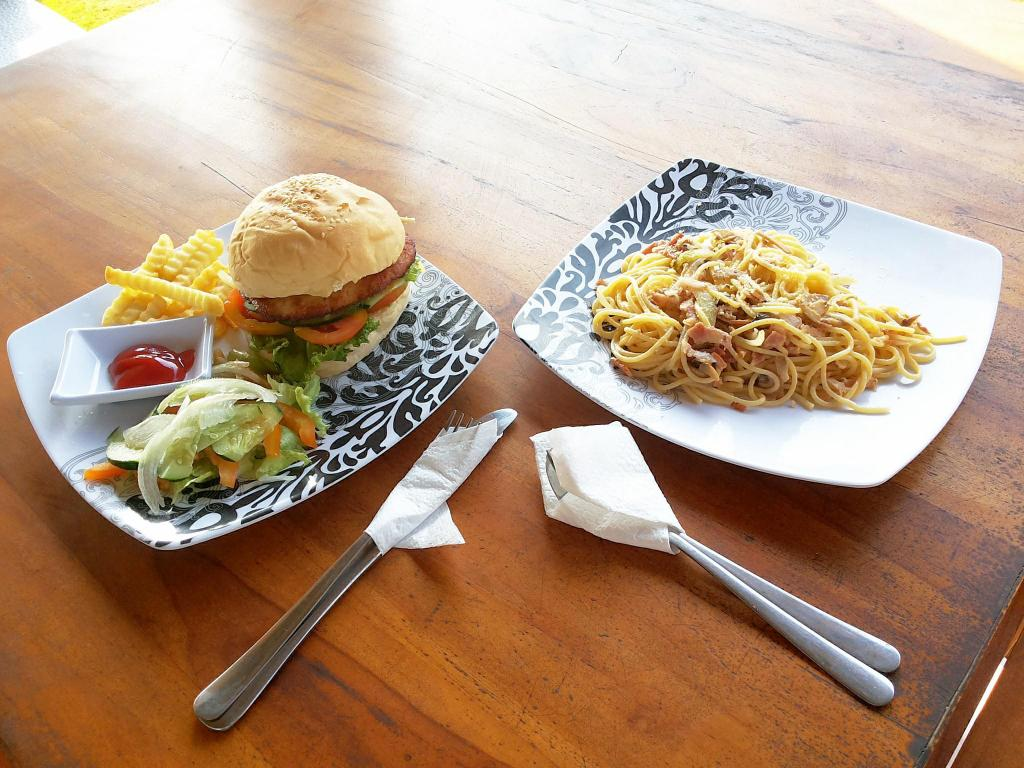 Yogi Beach Bungalow Restaurant Lembongan Entire Bungalow