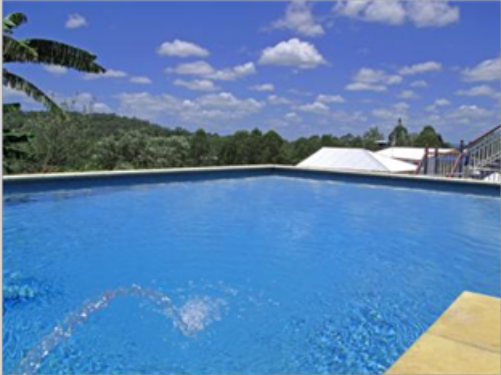 Swimming pool Jacaranda Creek Farmstay & B&B