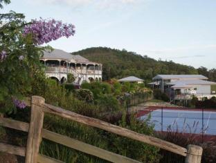 Jacaranda Creek Farmstay & B&B