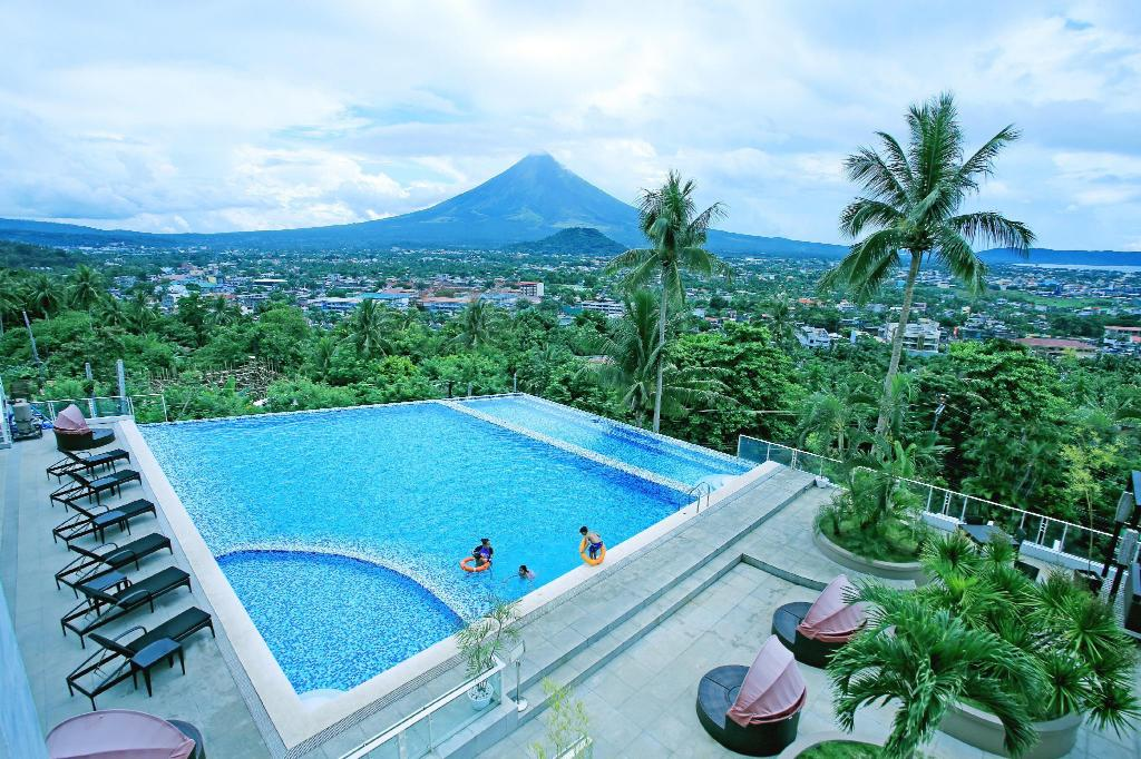 Swimming pool [outdoor] The Oriental Hotel Legazpi