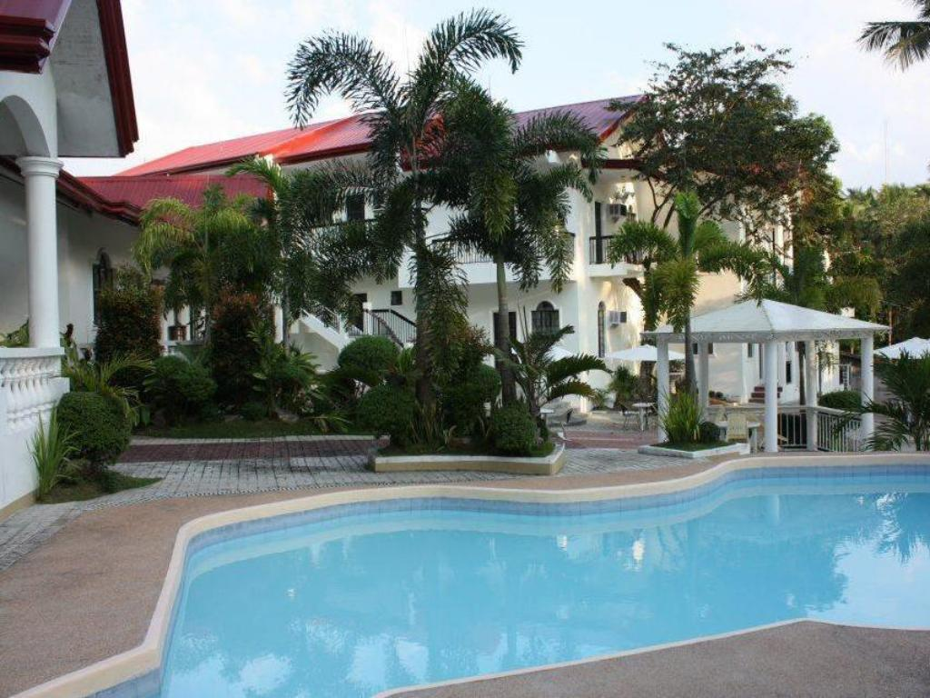 Swimming pool Taal Imperial Hotel and Resort