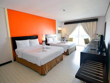 Kamar Deluxe Thunderbird Resorts - Poro Point