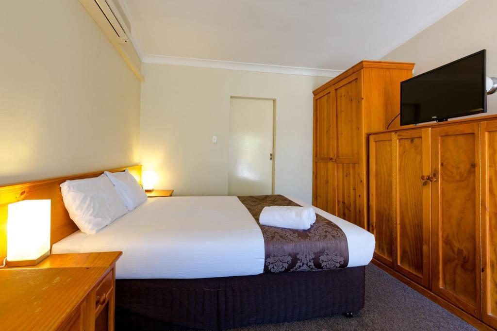 Abcot Inn in Sydney - Room Deals, Photos & Reviews
