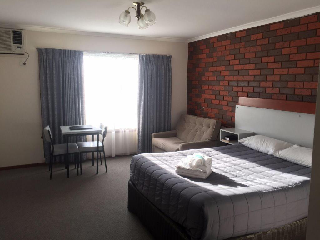 See all 30 photos Warragul Views Motor Inn
