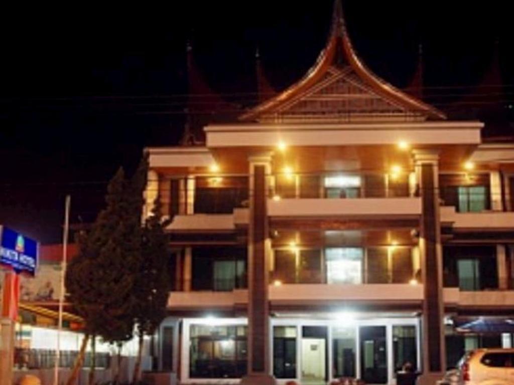Das Nikita Hotel In Bukittinggi Buchen