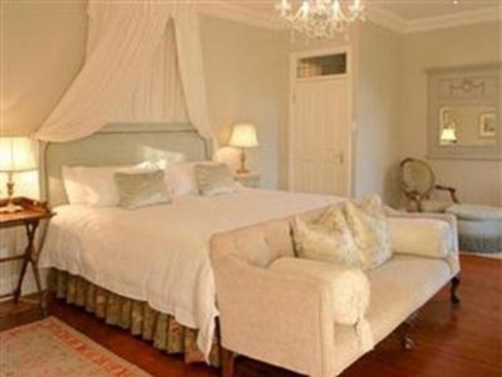 Queen Bed with Breakfast - Guestroom