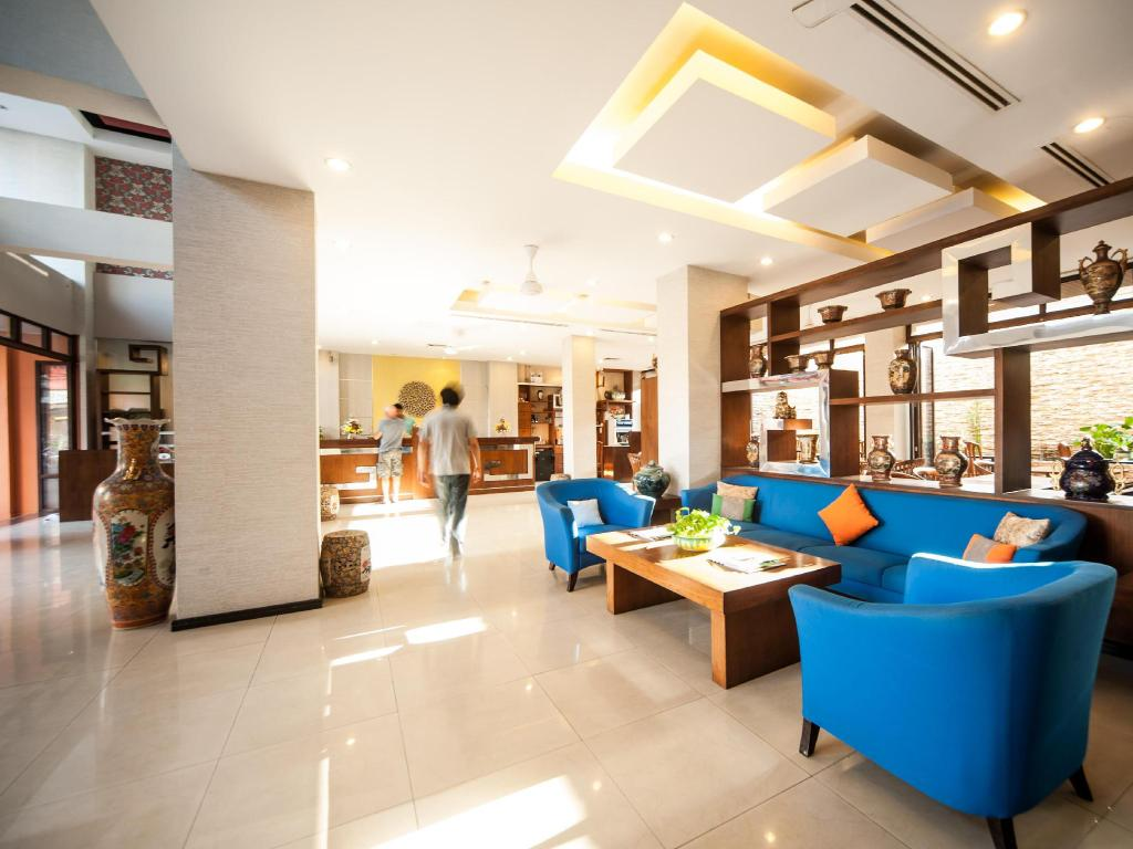 Hotellet indefra Crystal Inn Phuket
