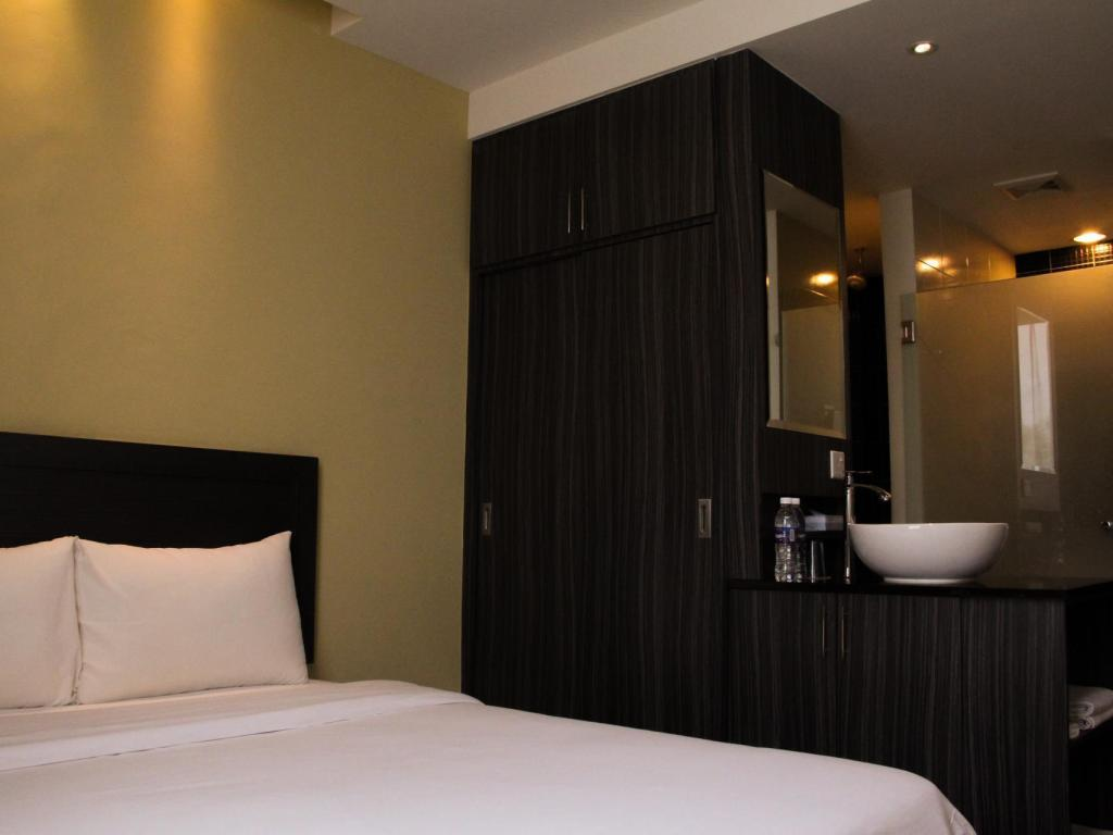 Deluxe Queen - Bed Zotel Business & Leisure Hotel