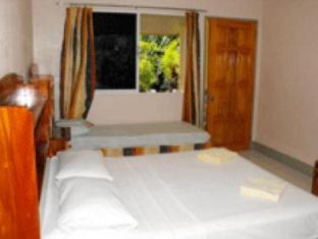 Deluxe - Guestroom Camiguin Island Golden Sunset Beach Club