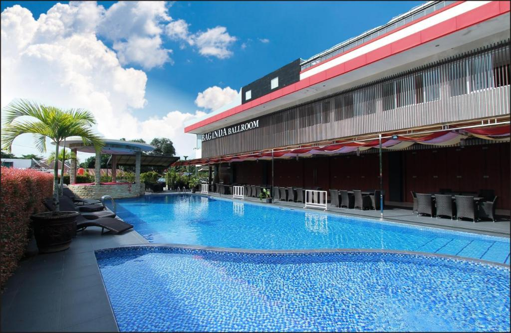 Swimming pool [outdoor] Grand Hatika Hotel