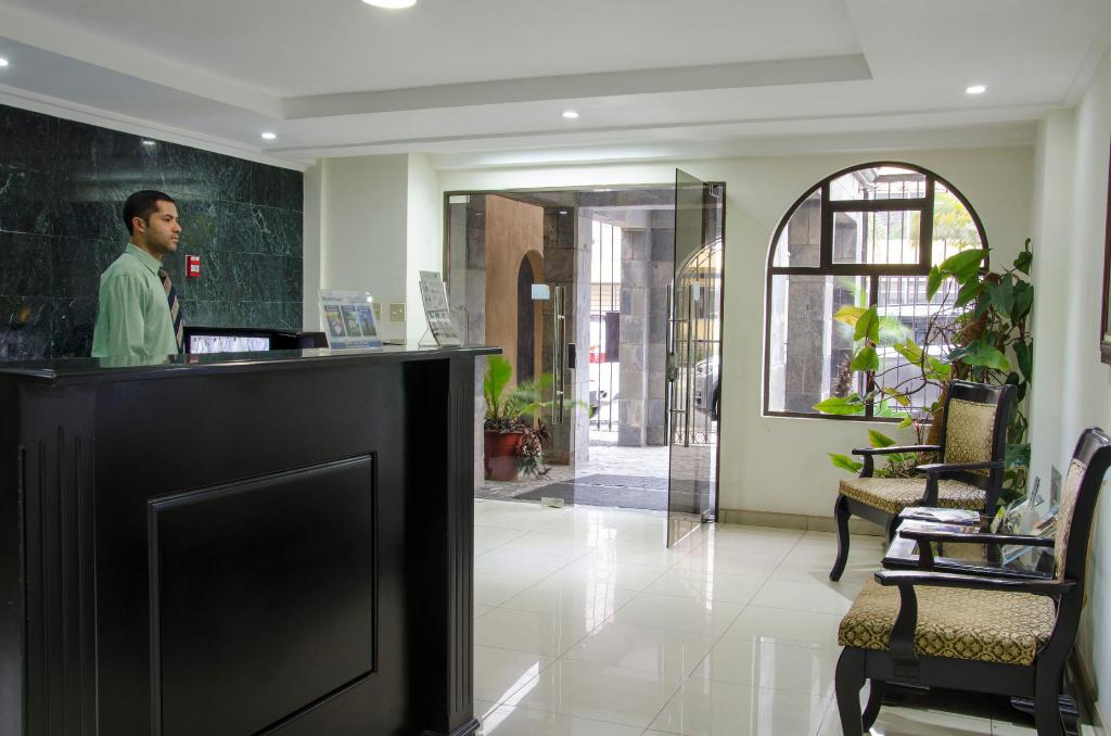 Lobi Hotel Plaza Real Apartments & Suites