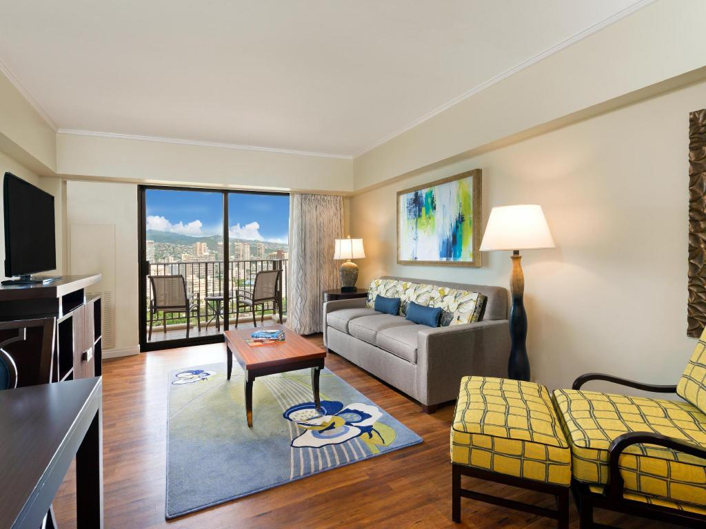Kalia 1 Bedroom Mountain View 2 Doubles Suite - Guestroom Hilton Grand Vacation at Hilton Hawaiian Village
