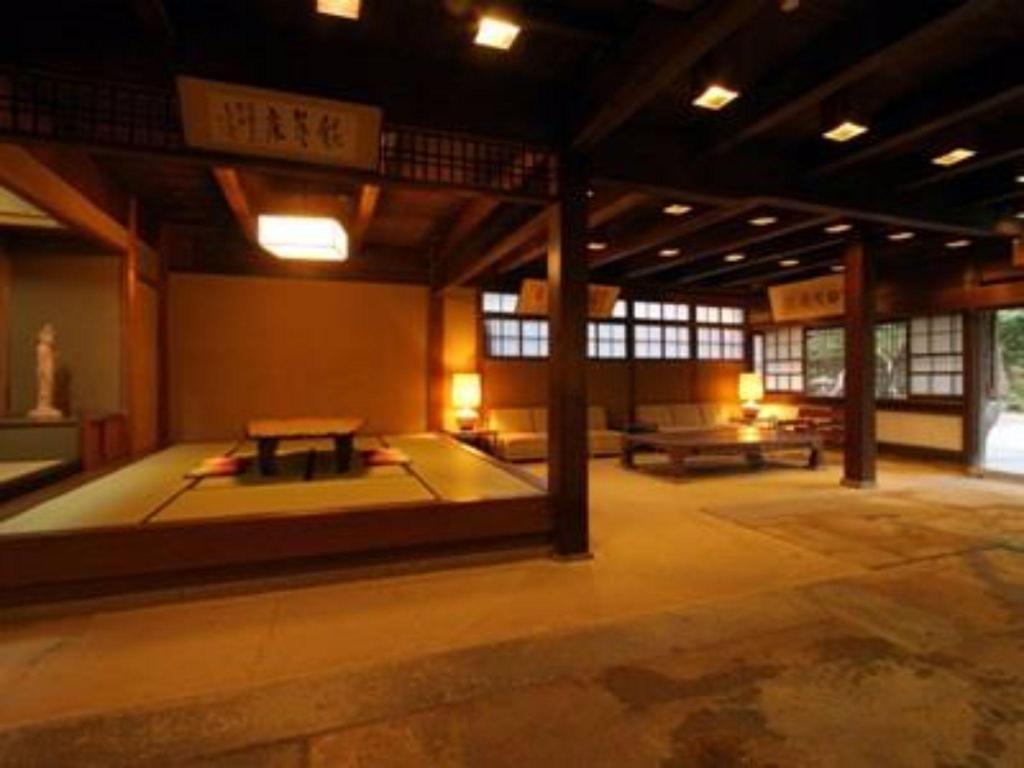 Kasuga Ryokan Hotel - room photo 8576102