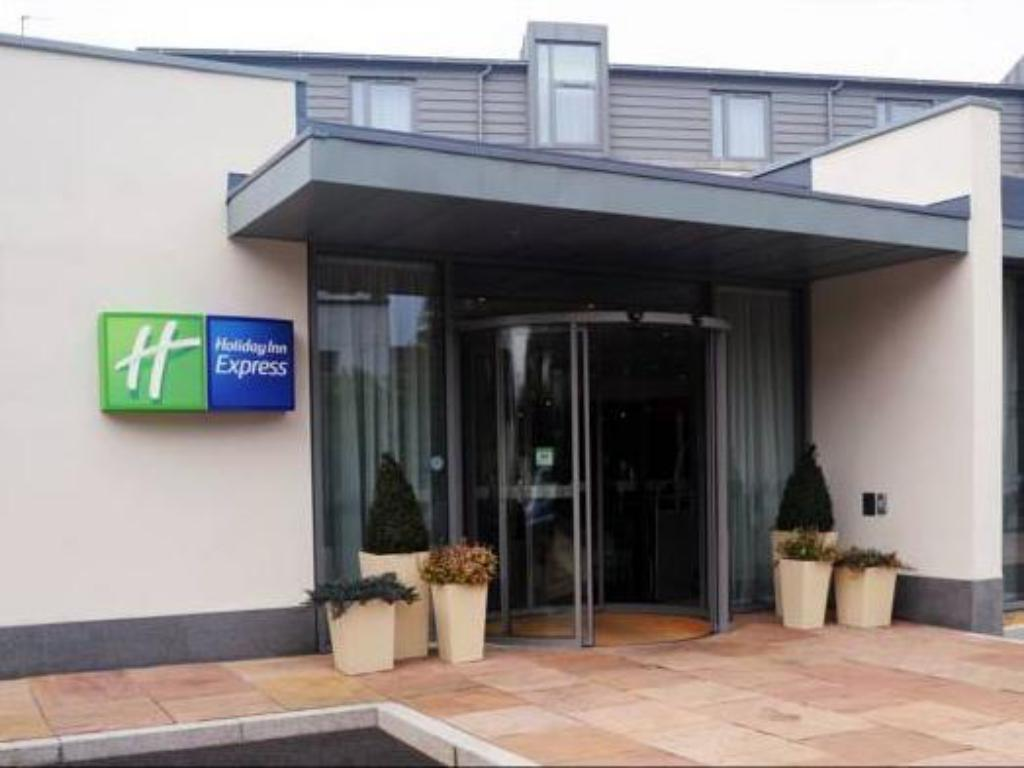 See all 28 photos Holiday Inn Express Liverpool Hoylake