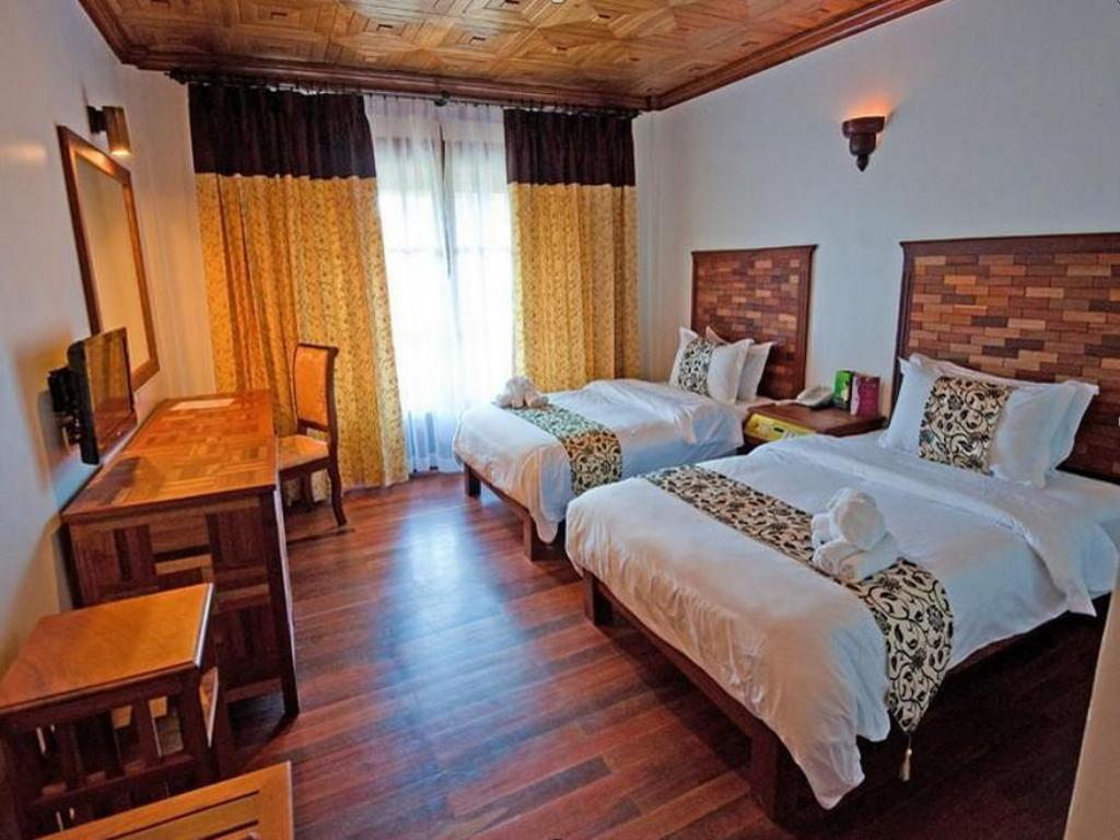 Deluxe Twin Room With City View - Guestroom Sayana Hotel and Spa