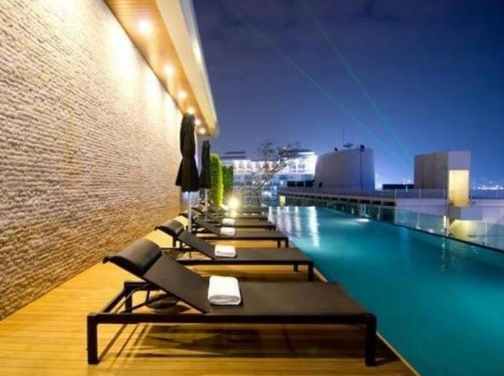 Swimming pool Seven Zea Chic Hotel