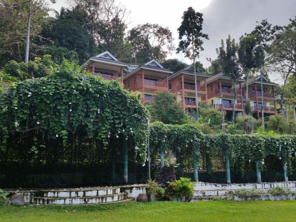 马拉萨格花园生态旅游村 (Gardens of Malasag Eco Tourism Village)