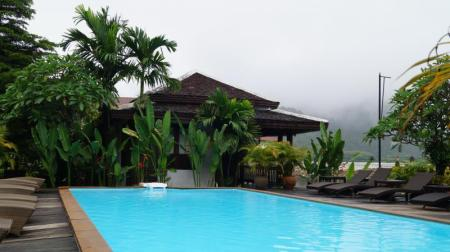 Swimming pool Villa Vang Vieng Riverside