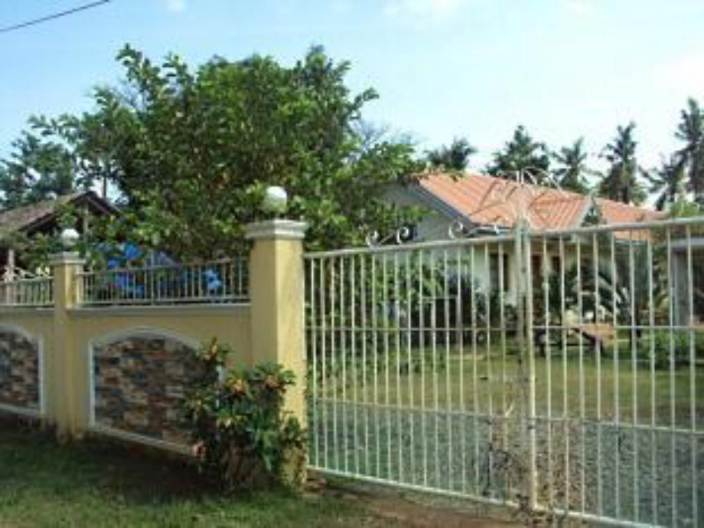 Eingang Sitio Reden Pension House