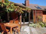 Larch Hill Bed & Breakfast / Homestay