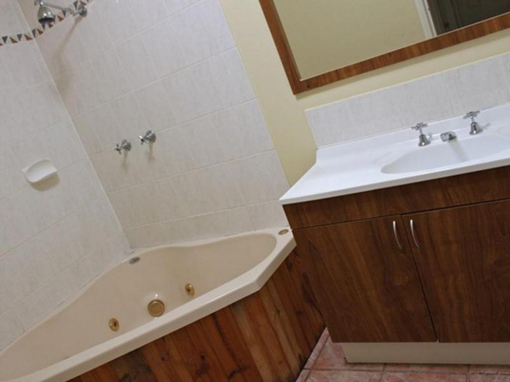 Bathroom Aaronlee Retreat