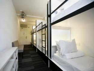 6-Bed Female Dormitory with Shared Bathroom