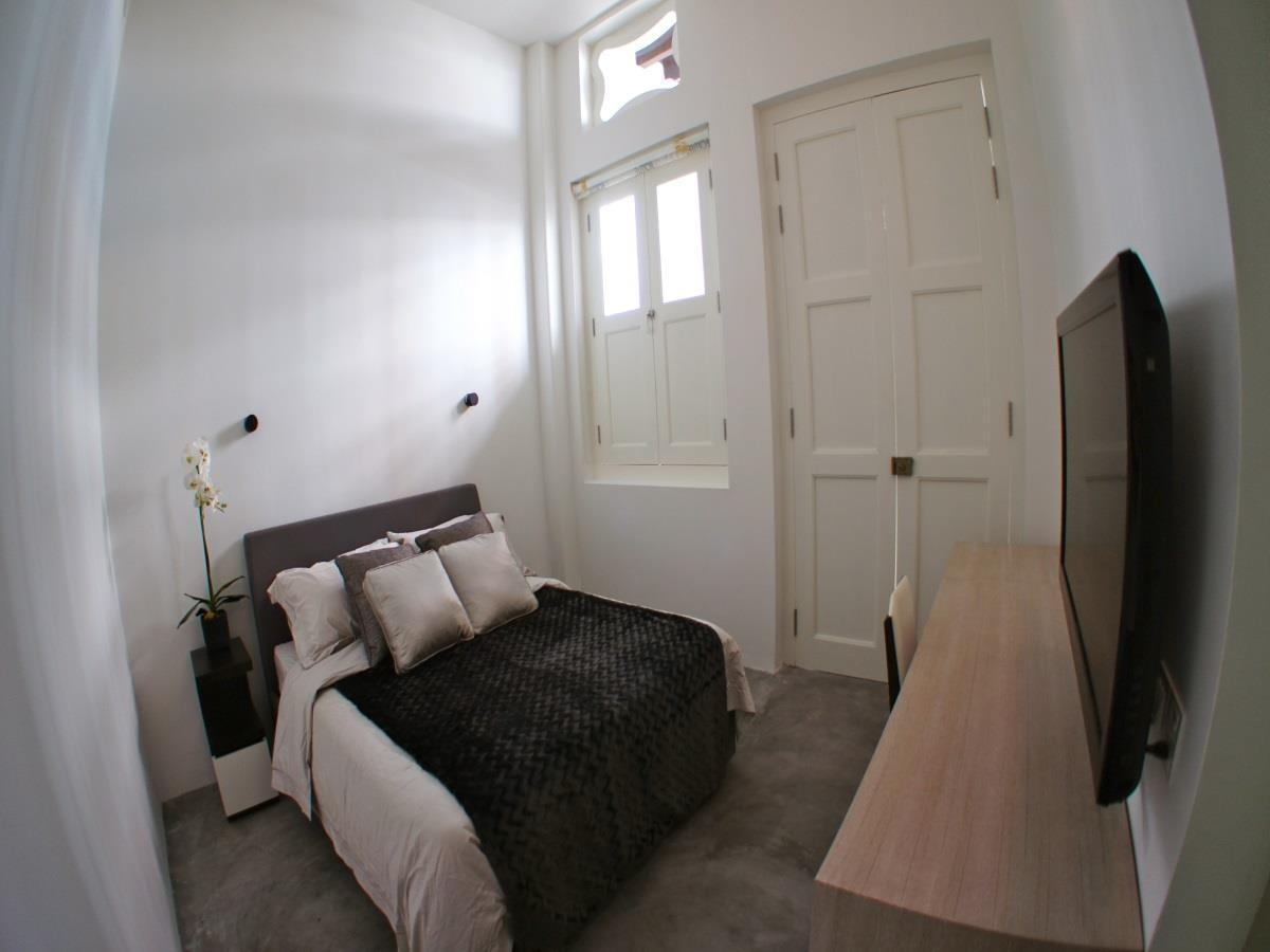 Private Double Room with Shared Bathroom