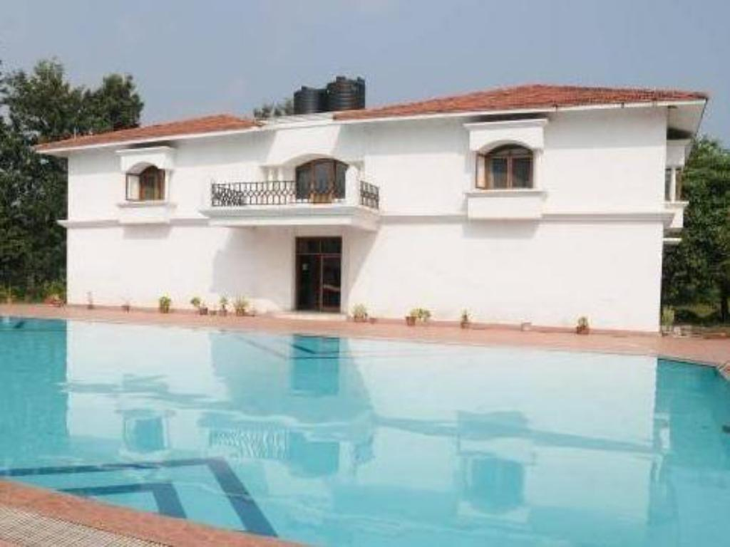 Swimming pool Naturoville Ayurvedic and Yoga Retreat by OpenSky