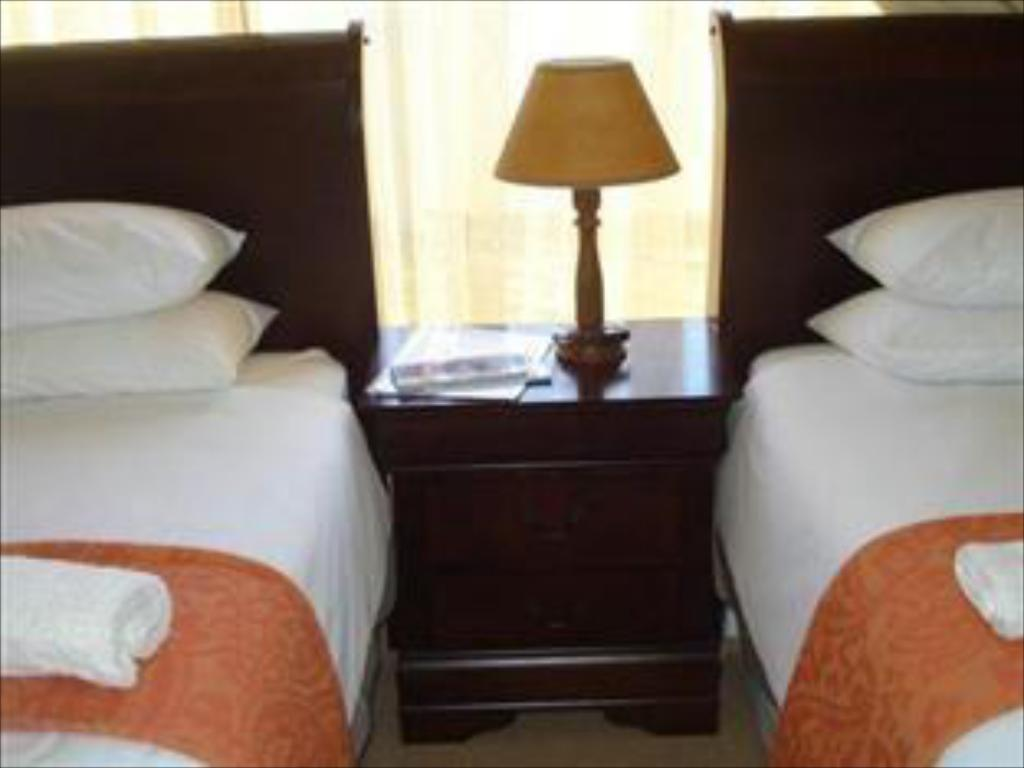 Luxury Twin Double Room - Guestroom