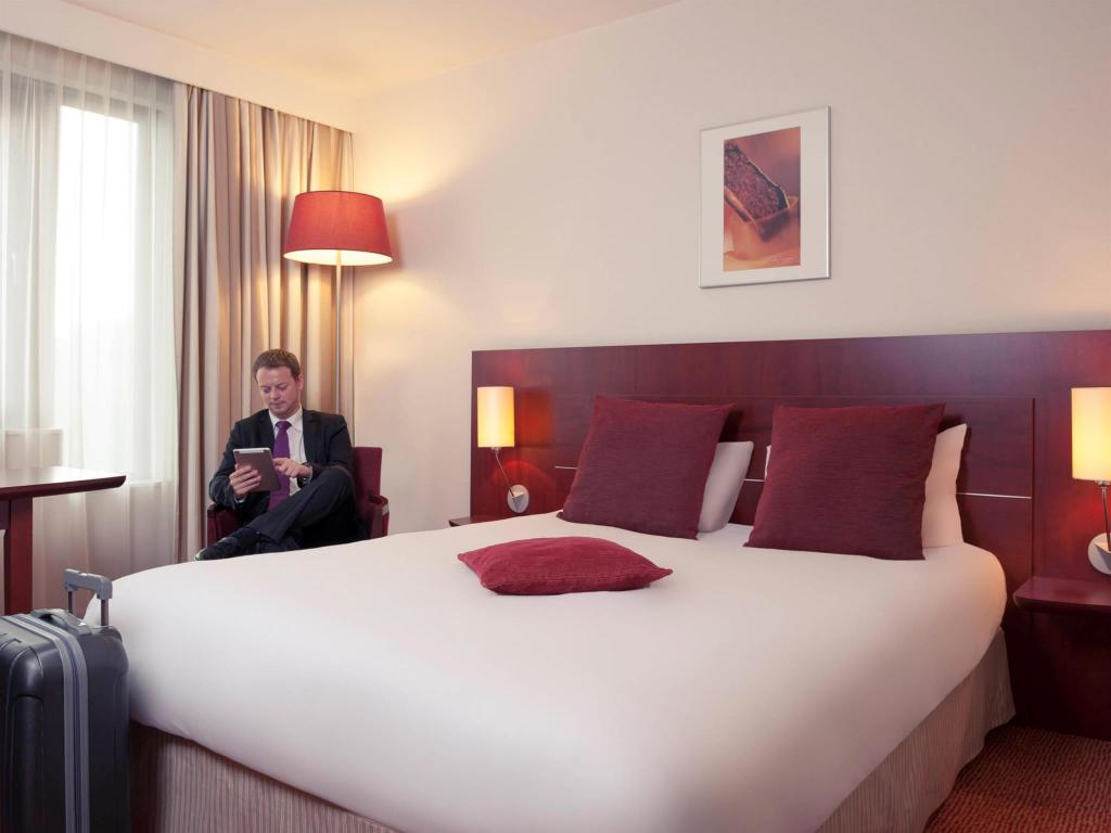 Superior Double Bed - Bed Hotel Mercure Brussels Airport