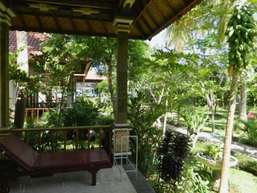 Best price on bali bhuana beach cottages in bali reviews for Cottage bali