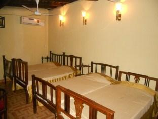 4 Persons Private Room