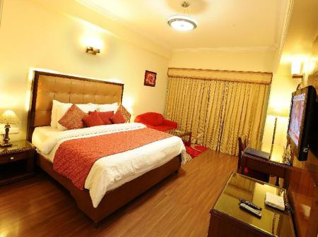 Deluxe king bed room Golden Tulip Amritsar