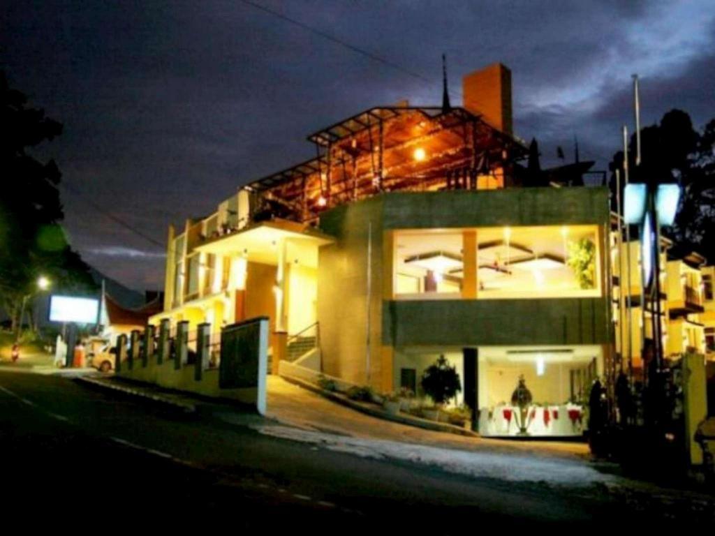 Deals On Royal Denai View Hotel In Bukittinggi Promotional Room Prices