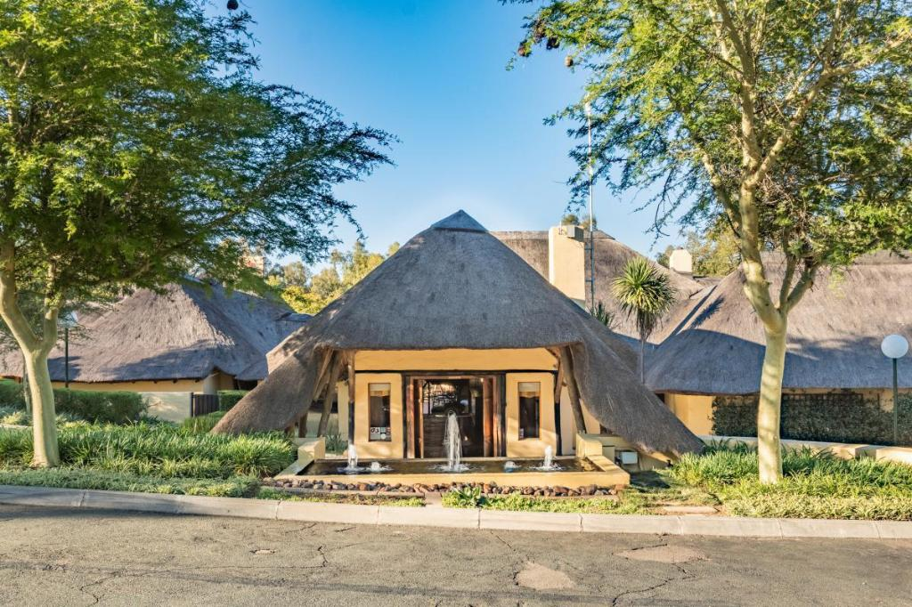 More about Shumba Valley Lodge