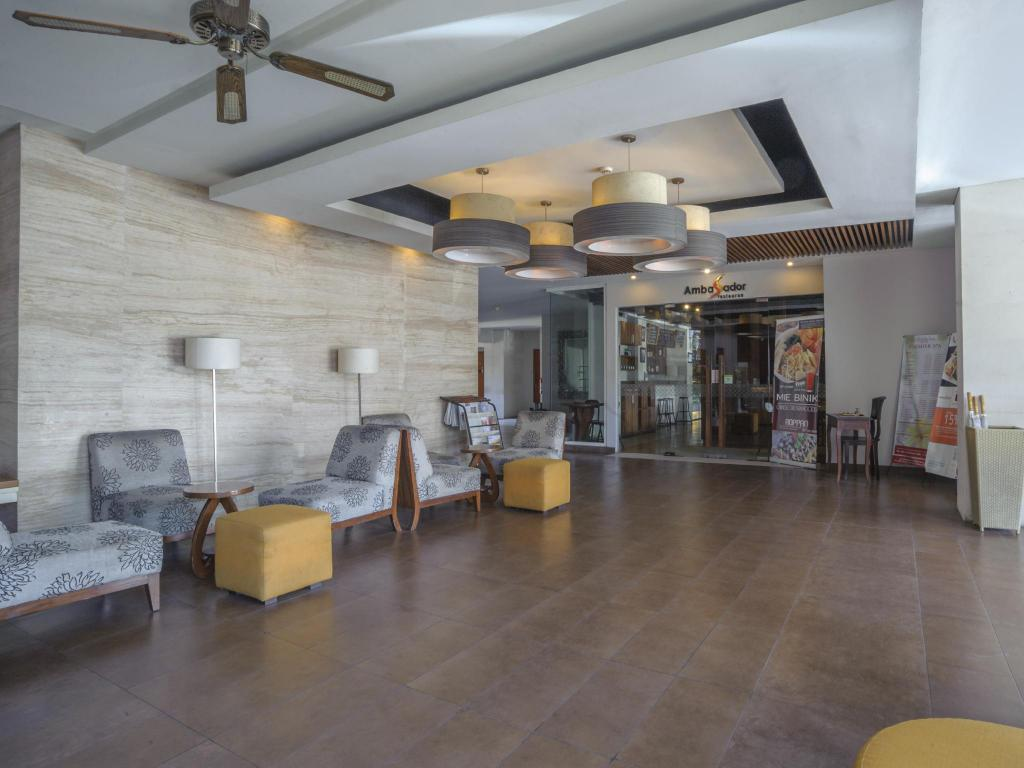Lobby Adhi Jaya Sunset Road Hotel