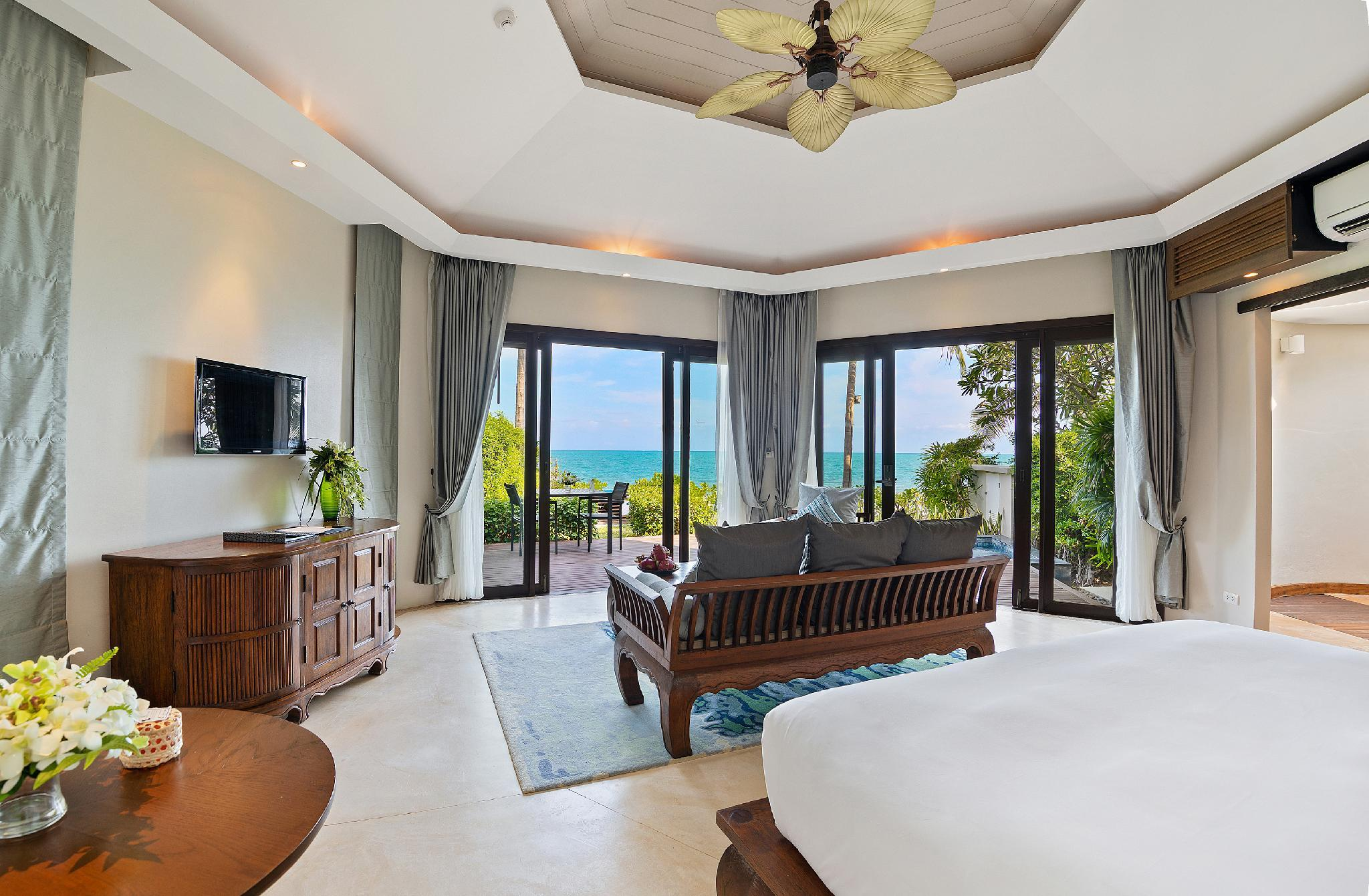 1-Bedroom Beachfront Suite with Plunge Pool