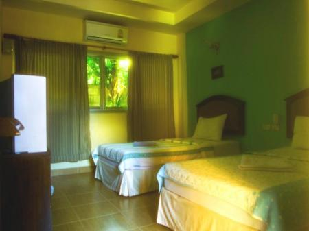Twin Air Conditioning Twin Bed - Guestroom BanTo Guesthouse