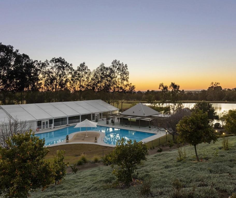 best price on oaks cypress lakes resort hunter valley. Black Bedroom Furniture Sets. Home Design Ideas
