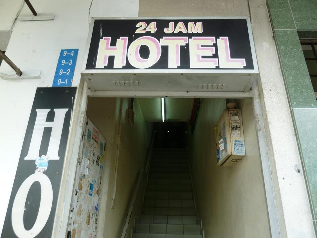 Entrance RS Budget Hotel