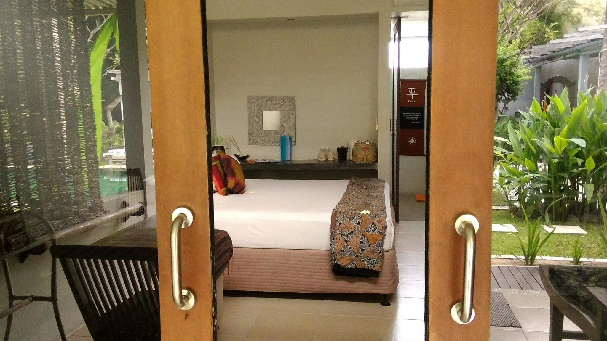 Kamar Standard King atau Ranjang Twin (Standard King or Twin Bed)