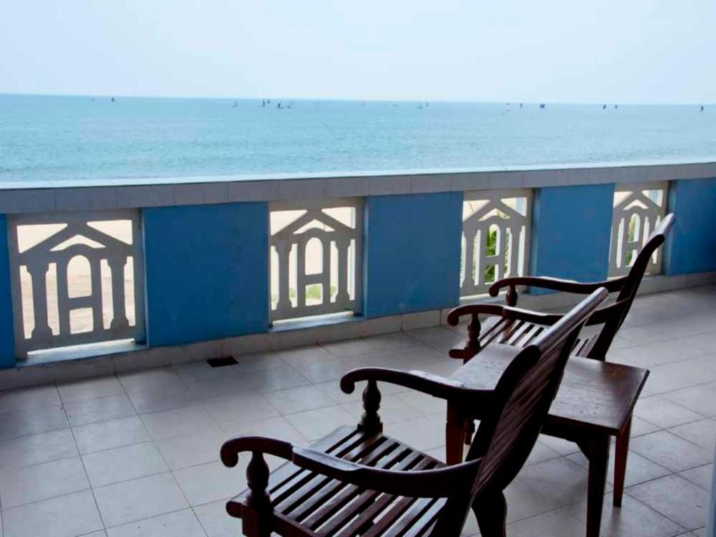 The Reef Beach Hotel Negombo