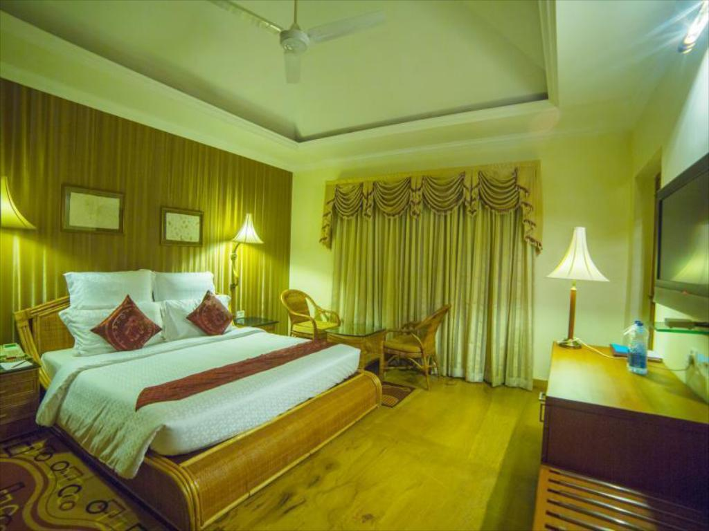 King Room - Bed SAJ Earth Resort