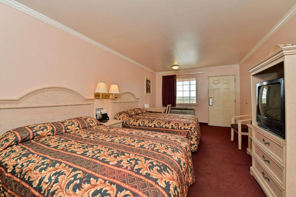 2 Double Beds Non-Smoking - Guestroom