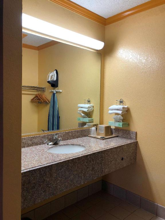King Room - Guestroom Americas Best Value Inn Buda Austin S