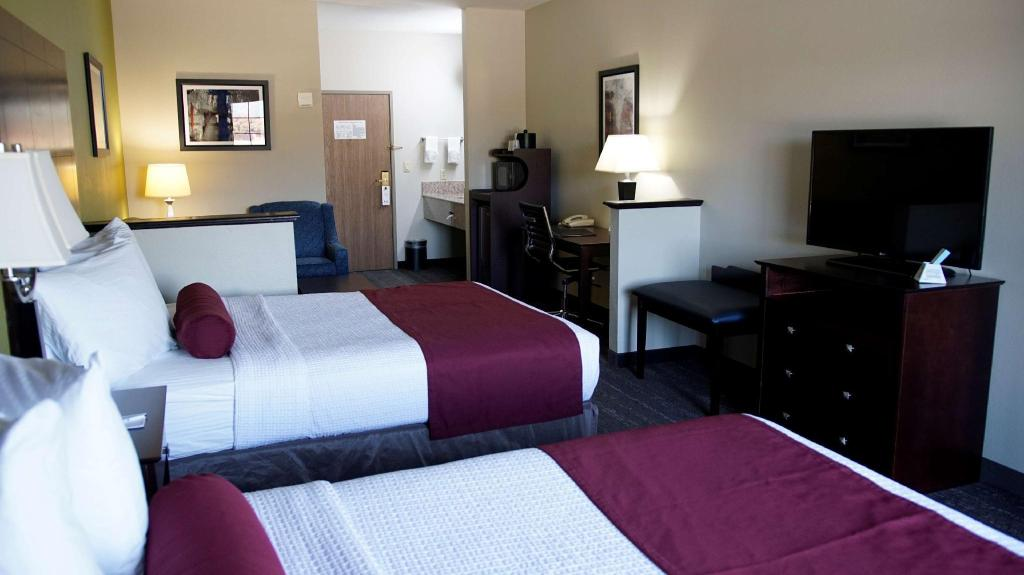 2 Queen Bed Suite Non-Smoking - Guestroom Best Western Plus Mansfield Inn and Suites