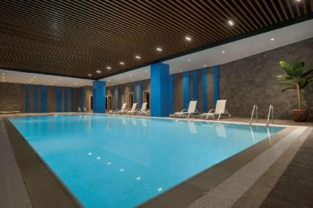 Swimming pool Hawthorn Suites by Wyndham Istanbul Airport